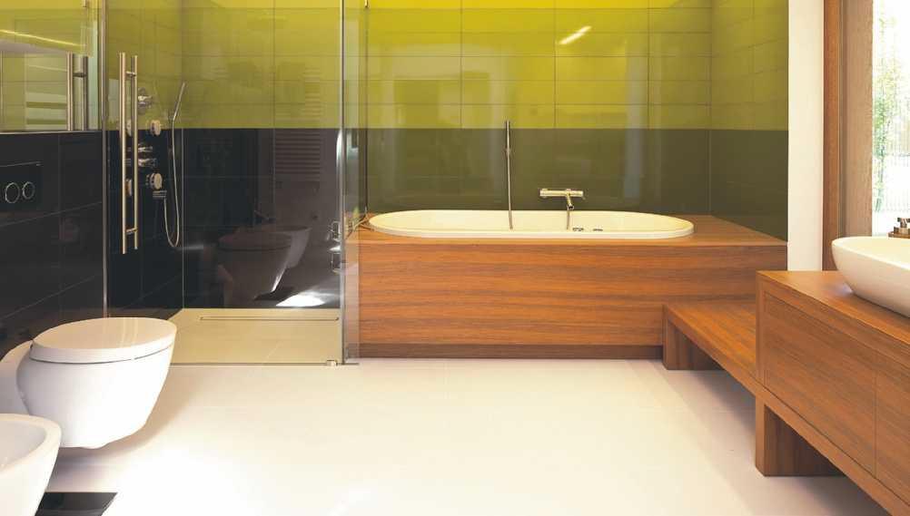 Łazienka w drewnie. Nietypowa obudowa wanny