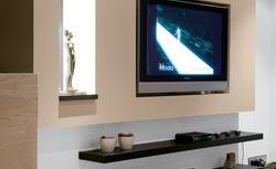 Jak samodzielnie powiesić telewizor na ścianie i ukryć kable. Zrób to sam