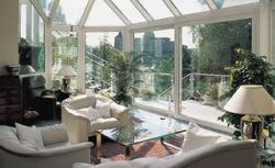 Okna od ulicy: efektowne, bezpieczne oraz praktyczne