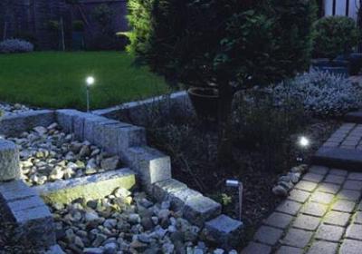 Oświetlenie ogrodowe - pomysły na oświetlenie ścieżek ogrodowych
