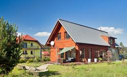 Blacha płaska na dachu - uniwersalne pokrycie dachowe
