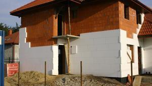 Najpopularniejsze materiały termoizolacyjne. Zobacz, czym ocieplać dom