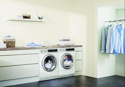 Jaką pralkę i suszarkę wybrać? Zobacz, jakie przydatne funkcje mają nowoczesne pralki i suszarki