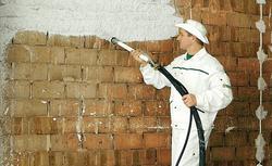 Tynki i gładzie gipsowe. Jak powinno przebiegać przygotowanie podłoża i tynkowanie?