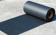 Papy asfaltowe i folie hydroizolacyjne. Jak kupować materiały do izolacji fundamentów
