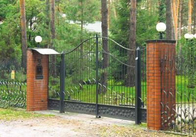 Bezpieczny dom. Zabezpiecz wejście do budynku. Wideodomofony