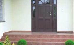 Schody wejściowe do domu. Zbuduj wygodne schody z betonu