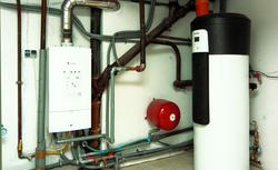 Zasada działania pompy ciepła. Jakie są różnice w instalacji pompy gruntowej i powietrznej?