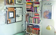 Meble ze skrzynek - regał na książki
