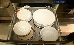 Szafki kuchenne, które pomieszczą mnóstwo naczyń. Szuflady i schowki również do małej kuchni WIDEO